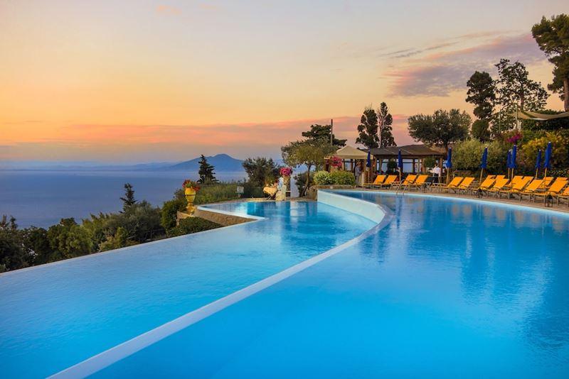 Бассейны-инфинити с панорамными видами - Caesar Augustus Hotel (Италия, о. Капри)