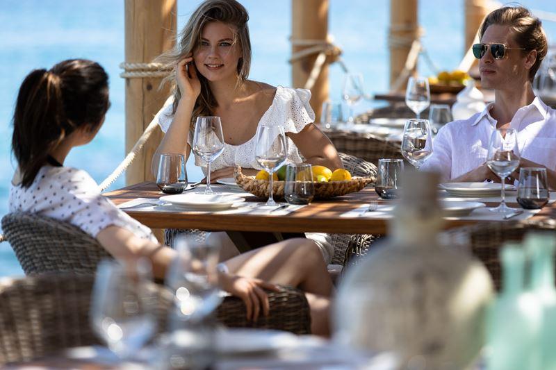 5 отличных пляжных клубов в отелях Хорватии, Турции, Греции, Мальдив и ОАЭ