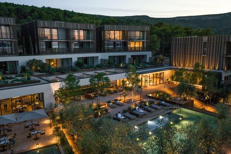Пляжные клубы в отелях - Maslina Resort, The A'Bay Beach Bar (Хорватия)