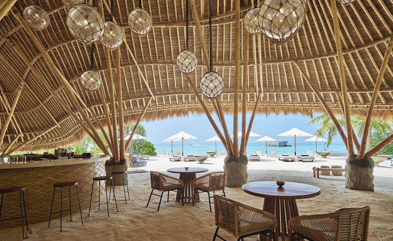 Пляжные клубы в отелях - Fairmont Sirru Fen Fushi Maldives, Onu Onu Bar (Мальдивы)