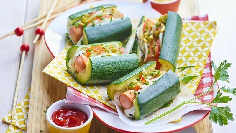 Какие блюда из кабачков готовят француженки - Хот-дог с кабачком вместо булки