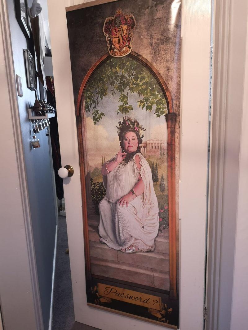 Интерьер спальни для девочки в стиле «Гарри Поттера» - дверь