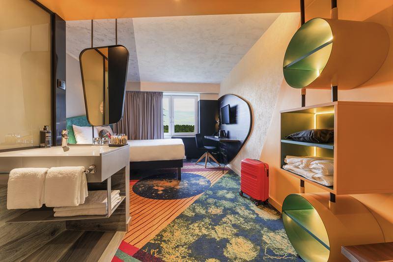 ibis Styles Челябинск - космический дизайн интерьера отеля - фото 1