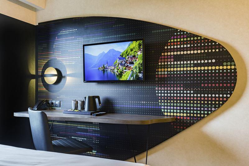 ibis Styles Челябинск - космический дизайн интерьера отеля - фото 3