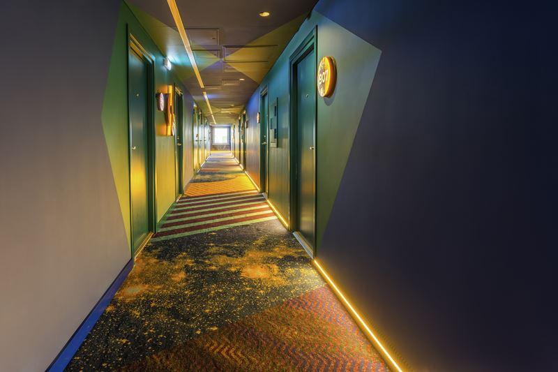ibis Styles Челябинск - космический дизайн интерьера отеля - фото 5