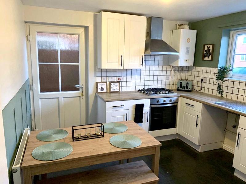Деревянная кухня наследство - интерьер после ремонта