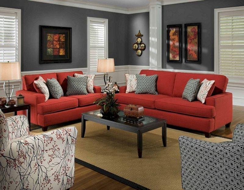 Красный диван в интерьере - цвет стен - серый
