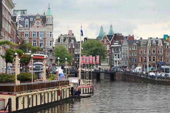 вид на университет амстердама