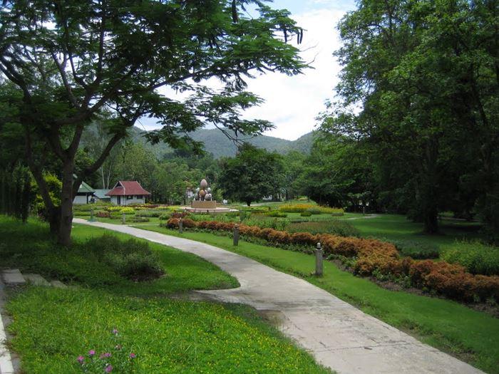 Куда поехать в Таиланде:  Сан Камфаенг