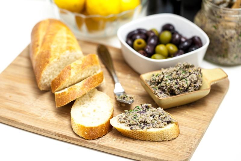 10 блюд Прованса: тосты с тапенадом