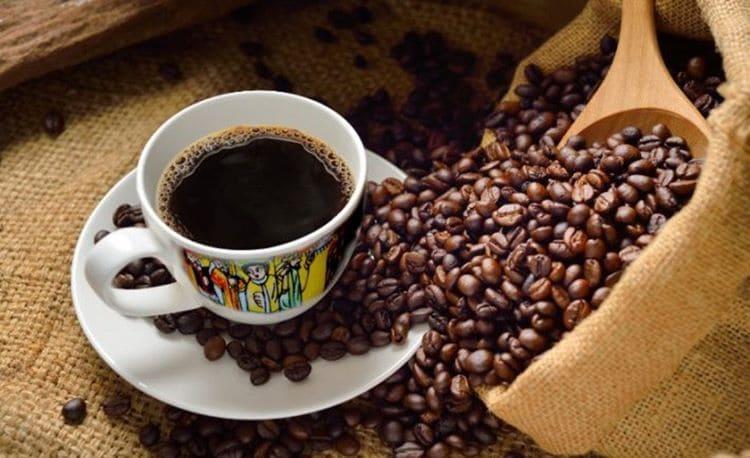 От кахвы к кофе: происхождение, история и восточный путь любимого напитка