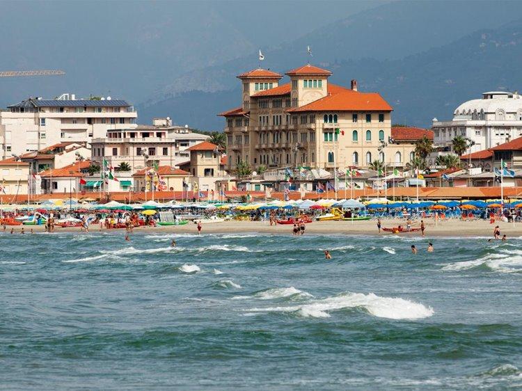 Лучший пляжный отдых в Италии: Виареджо, Тоскана