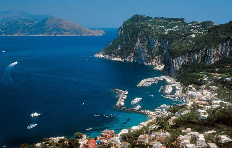 Лучший пляжный отдых в Италии: курорты острова Капри