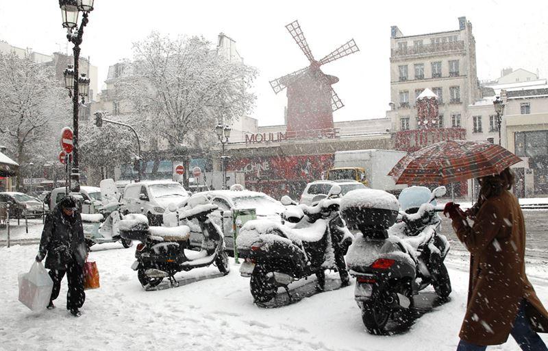 Зимний Париж, Мулен Руж в снегу