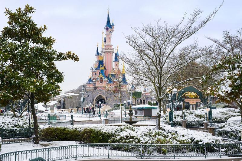 парижский Диснейленд зимой