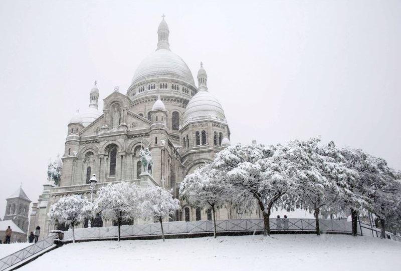церковь Сакре-Кёр в снегу