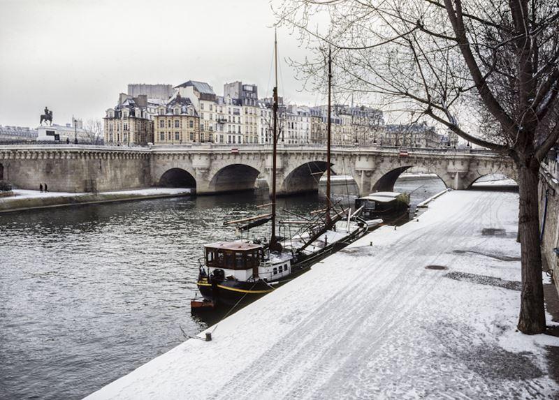 Париж, река Сена зимой