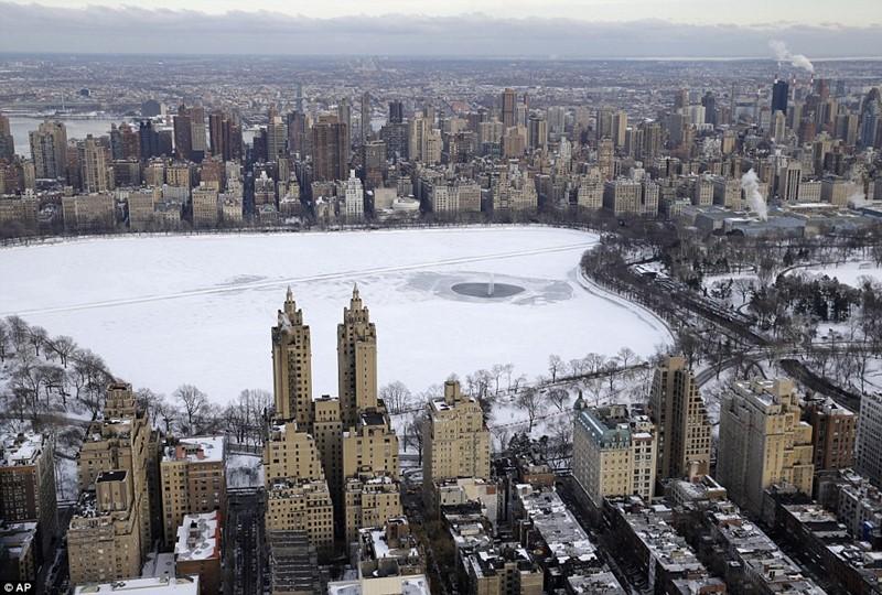 Нью-Йорк зимой снег в большом городе  (10)