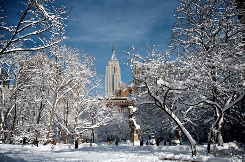 Нью-Йорк зимой снег в большом городе  (14)