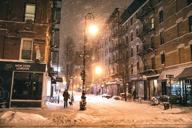 Нью-Йорк зимой снег в большом городе  (16)