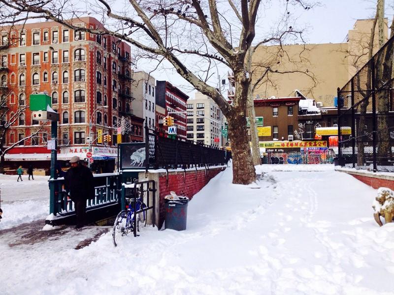 Нью-Йорк зимой снег в большом городе  (18)