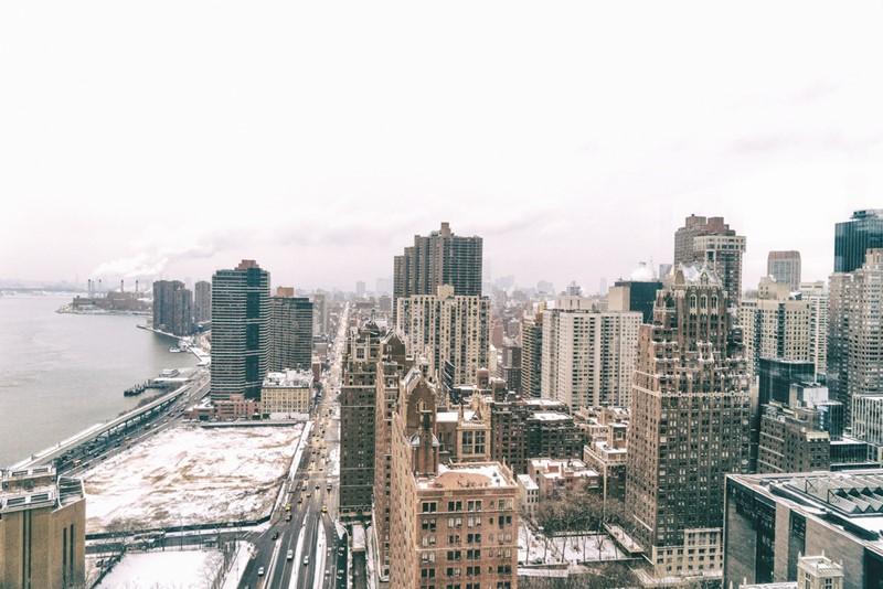 Нью-Йорк зимой снег в большом городе  (19)