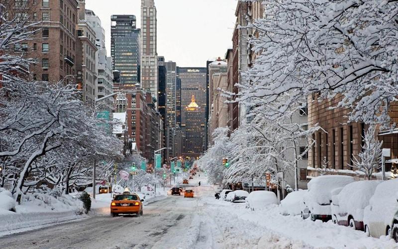 Нью-Йорк зимой снег в большом городе  (2)