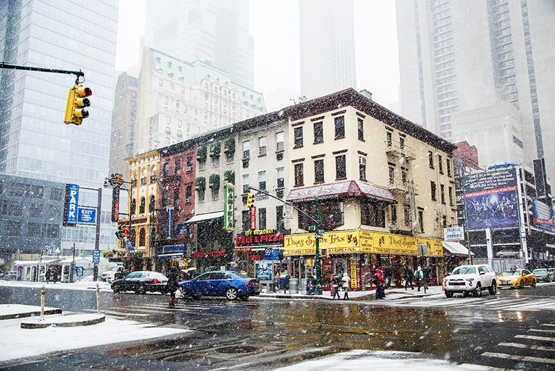 Нью-Йорк зимой снег в большом городе  (21)