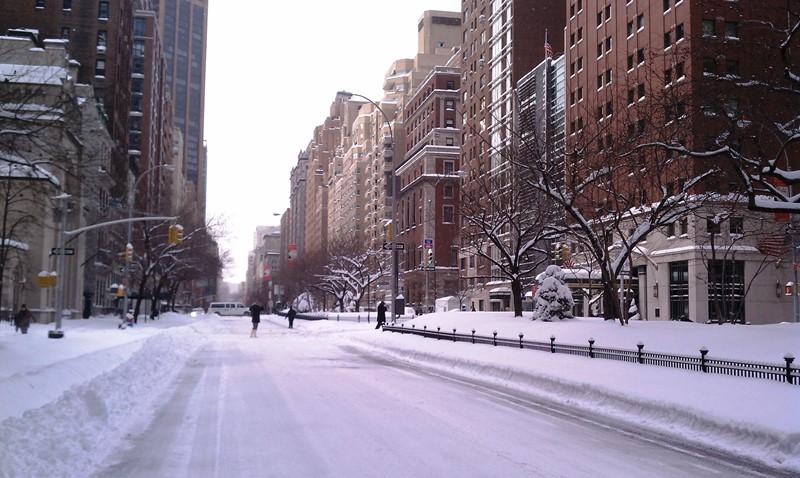 Нью-Йорк зимой снег в большом городе  (6)