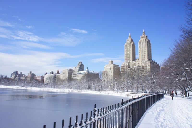 Нью-Йорк зимой снег в большом городе  (7)