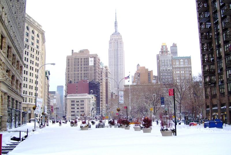 Нью-Йорк зимой снег в большом городе  (8)