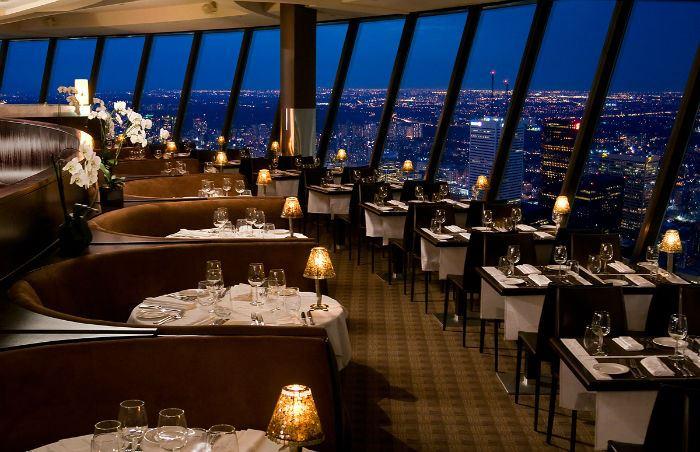 Рестораны с панорамным видом: 360 CN Tower (Торонто, Канада)
