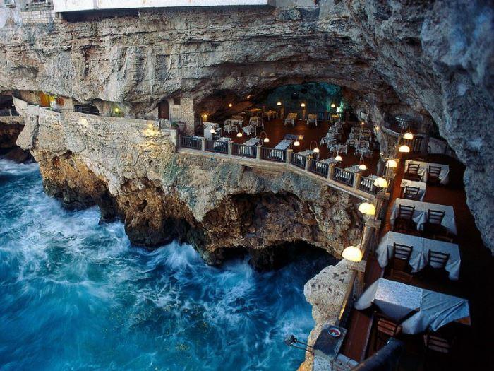 Рестораны с панорамным видом: Grotta Palazzese (Полиньяно А Маре, Италия)