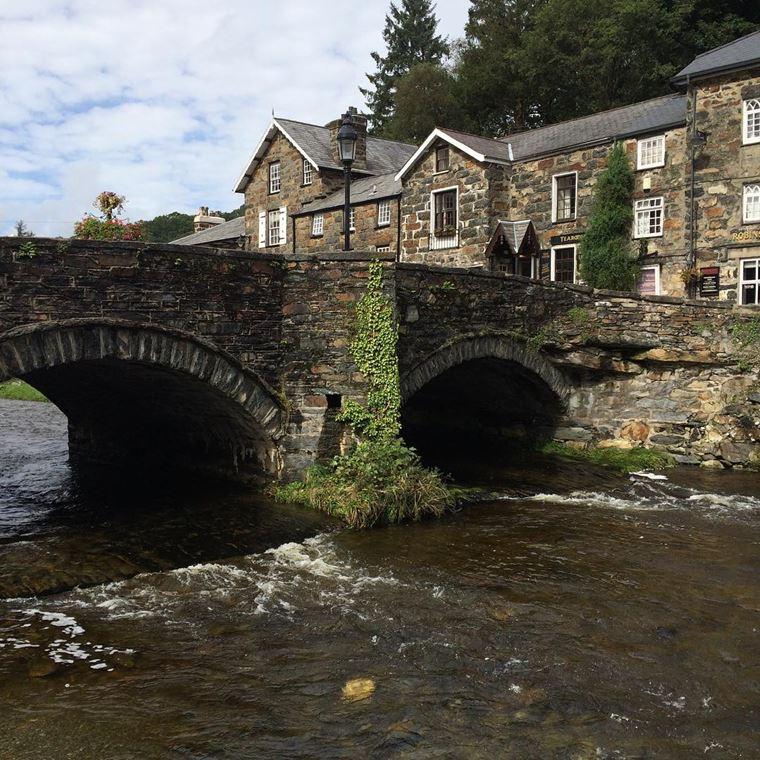 Красивые деревни Великобритании: Бедгелерт