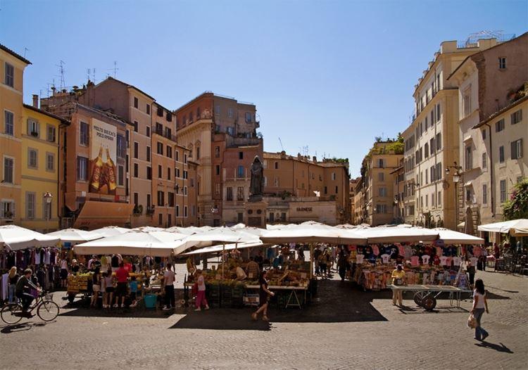 Главные красивые площади Рима: Площадь Кампо-деи-Фьори