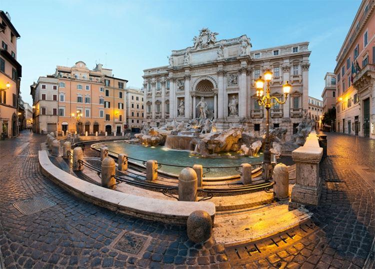 Главные красивые площади Рима: Площадь фонтана Треви