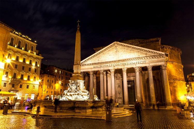 Главные красивые площади Рима: Площадь Ротонды