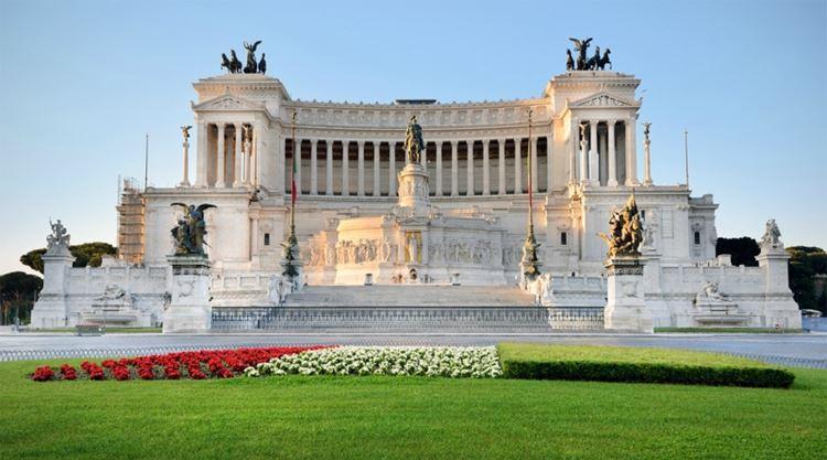 Главные красивые площади Рима: Площадь Венеции