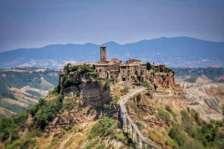 Красивые деревни и маленькие города Италии: Чивита ди Баньореджо
