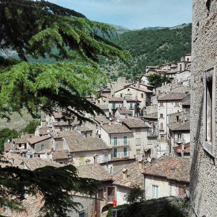 Красивые деревни и маленькие города Италии: Сканно