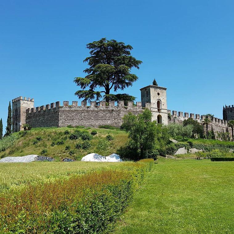 Красивые деревни и маленькие города Италии: Кастелларо Лагузелло