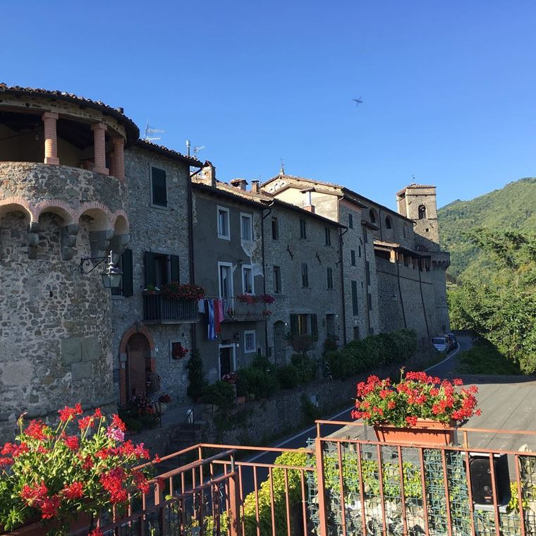 Красивые деревни и маленькие города Италии: Кастильоне ди Гарфаньяна