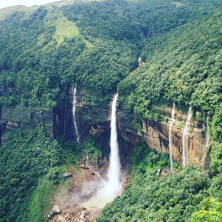 Самые красивые водопады мира: Нохкайликай (Индия)