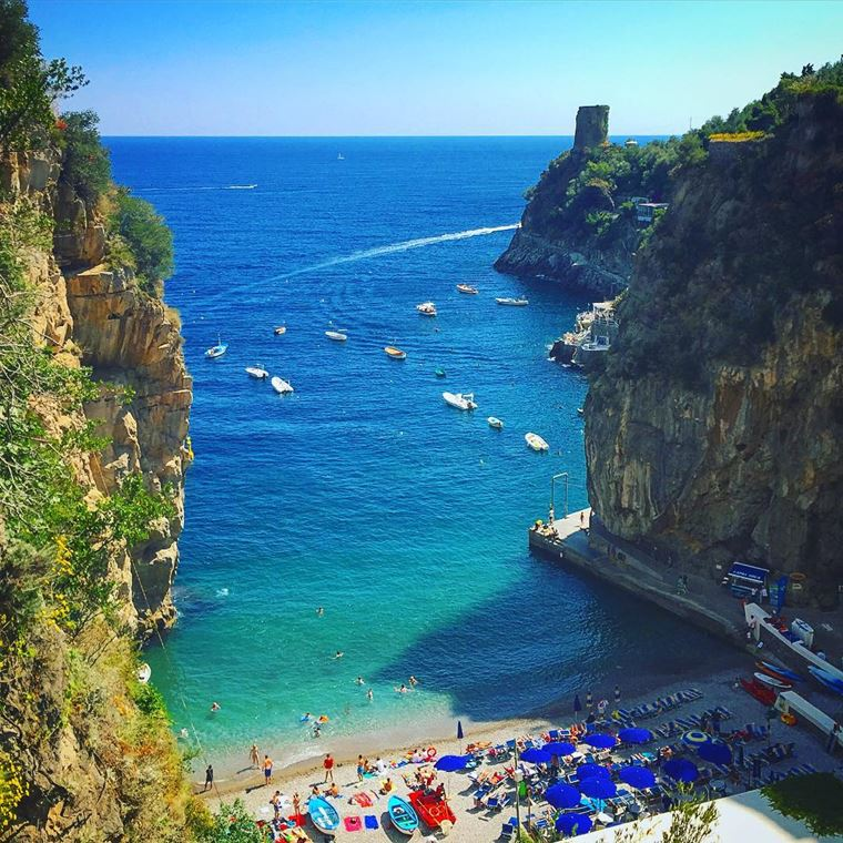Лучшие пляжи Амальфитанского побережья Италии: Марина-ди-Прайя