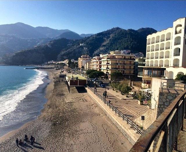 Лучшие пляжи Амальфитанского побережья Италии -  Пляж Майори