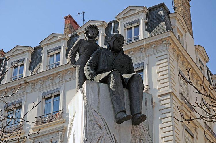 памятник сент-экзюпери