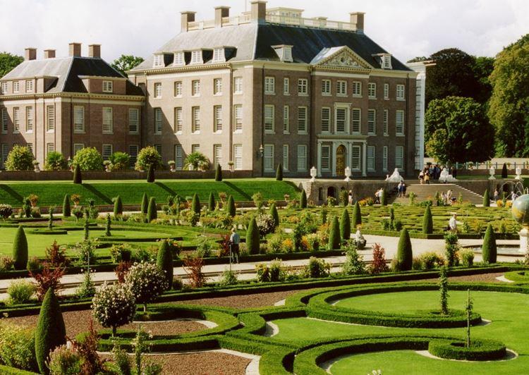 Самые красивые парки и сады мира: парк дворца Хет Лоо в Нидерландах