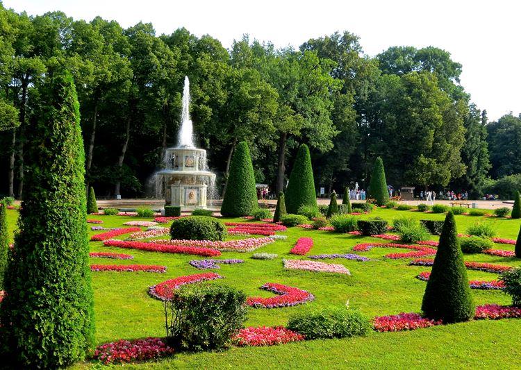 Самые красивые парки и сады в мире: парковый комплекс Петергофа в России