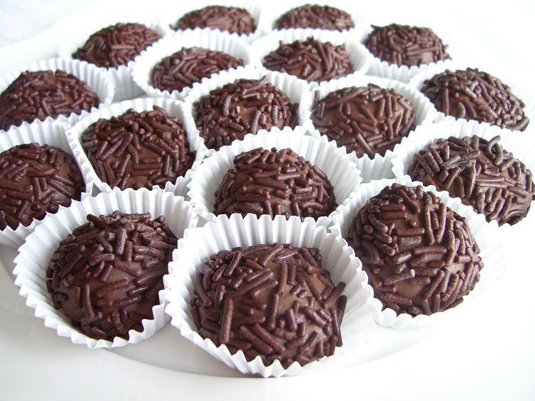 Бригадейро – бразильские шоколадные конфеты в обсыпке
