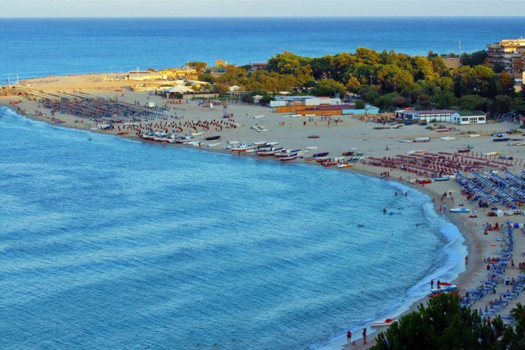 Лучшие пляжи Калабрии, Италия - Соверато